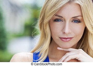 Naturally, bonito, loura, mulher, com, azul, olhos