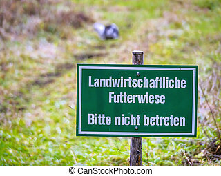 landwirtscaftliche fodder meadow - sign that entering a food...