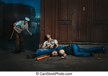 Old man knocked extortionists. - At night, on the street an...