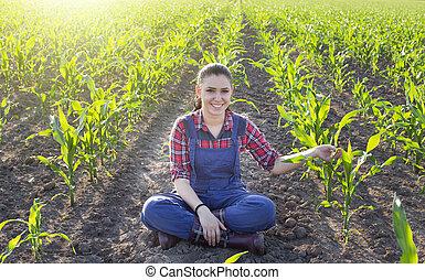 Junger landwirt bei der arbeit  Stock Fotografien von feld, m�dchen, getreide, landwirt - Happy ...