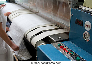 Drying and ironing rolling press - Automatic drying and...
