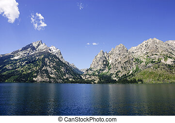 tetons - Grand tetons across a lake