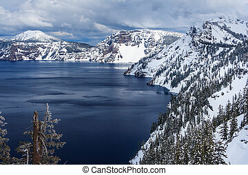 Caldera lake in Crater Lake National Park, Oregon, USA -...