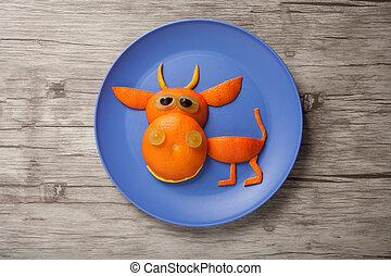 toro, hecho, de, naranja, y, uva, en, placa, y, tabla,