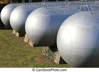 many long gas pressure vessels for the storage of flammable...