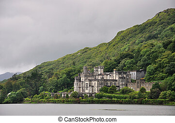 Kylemore Abbey, Ireland - Very nice and famouse NP in...