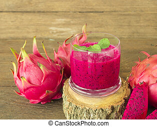 red dragon fruit - fresh red dragon fruit juice and sliced...