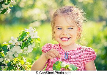 pequeno, maçã, árvore, menina, jardim, Feliz