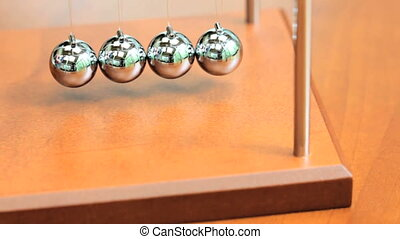 Newtons Cradle - Desk toy pendulum