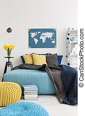 Modern contrast between blue and yellow - Cozy interior with...