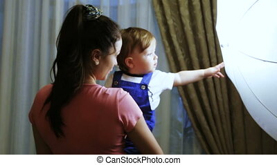 Mother with baby at home - Feel free child on hands her...