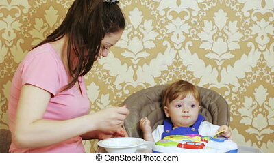 Child coughed during feeding - For special table mother...