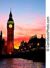London Big Ben clock tower - Famous Big Ben clock tower in...