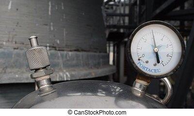Pressure gauge - Gauge working on pressure gauge