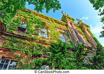 Vajdahunyad Castle Hungarian-Vajdahunyad vara is a castle in...