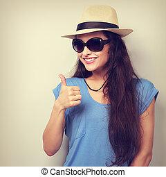 toothy, sorrindo, jovem, mulher, em, verão,...