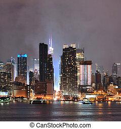 Manhattan midtown skyline at night - Manhattan midtown...