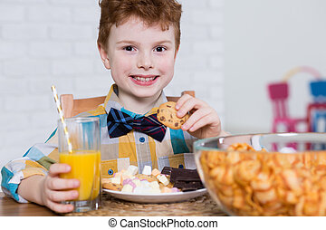 Popular menu for kids birthday party - Smiling little boy...