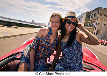 Happy Couple Tourist Girls On Vintage Car Havana Cuba -...