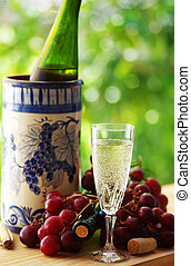 wineglass and ripe grappes
