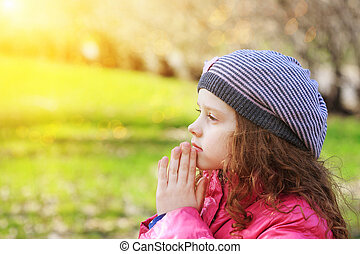 rezando, niño, en, primavera, parque