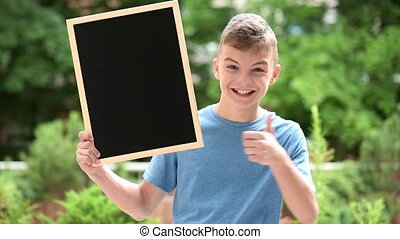 Boy with blackboard - Happy boy with small blackboard Back...