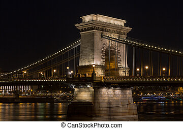 Chain Bridge at night in Budapest. - Chain Bridge at night...