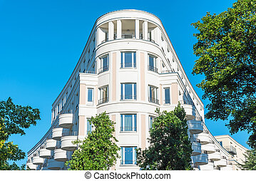 Modern white house seen in Berlin - Modern white...