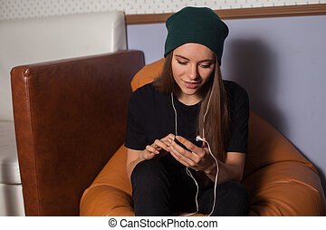Woman listening music - Woman hipster listening music in...