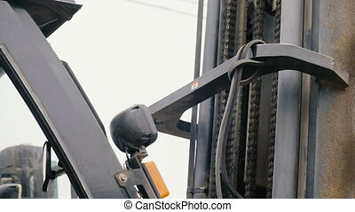 The Lift Mechanism Of The Loader