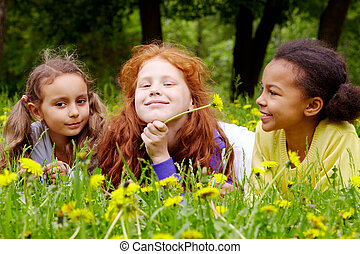 Girls with dandelions - Portrait of friendly girls relaxing...