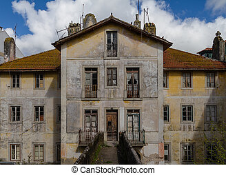 prospectus abandoned house - Lisbon, Abandoned mansion with...