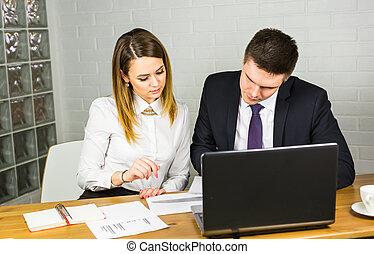 同僚, ビジネス, 論じる, ラップトップ, 仕事, スペース, 若い,  businesspeople, コンピュータ,  co-working, 企業である