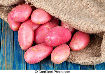 potatoes in burlap sack - red potatoes in burlap sack on a...