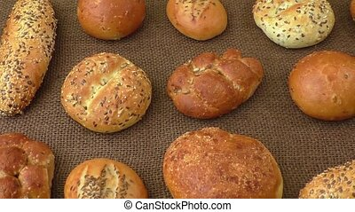 Different sorts of wholemeal breads and rolls, selective...