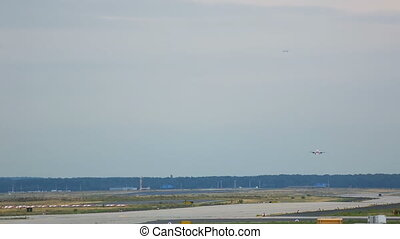 Parallel approaching in Frankfurt - Airplanes approaching at...