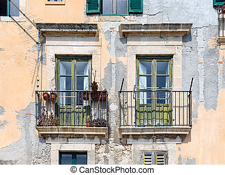 Old Houses with balcony at Syracuse, Sicily - Old houses...