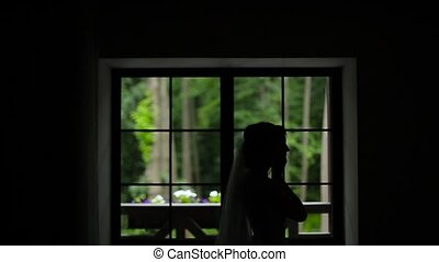 Silhoutte of bride wearing earrings