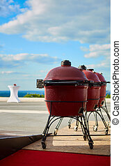 Three kettle barbecue grill with cove