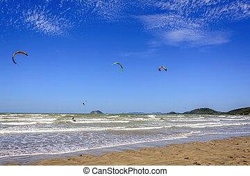 Kitesurf in Buzios - Several kitesurf practitioner in Rasa...