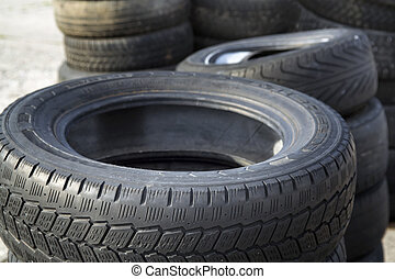 Structure of a tread of rubber - Erased automobile tires...