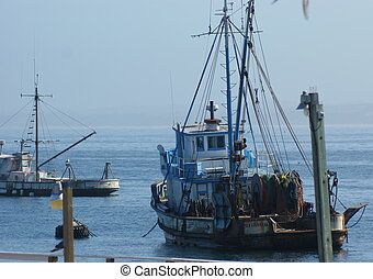 Old Fishermans Wharf - Fishing boat leaving