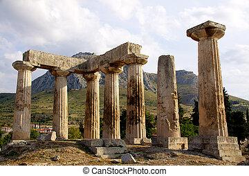 apollon temple in corinth Greece