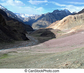 Himalayan mountains India - Beautiful views while trekking...