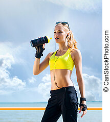 Young and sporty woman posing outdoors - Young, beautiful,...