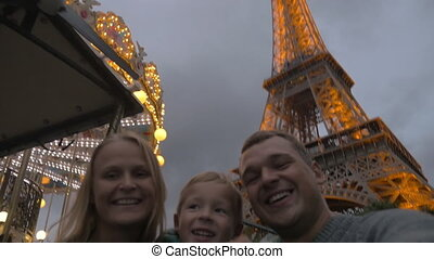 Family shooting selfie by Eiffel Tower, home video style -...