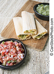 Tamales, sólo, cocido al vapor