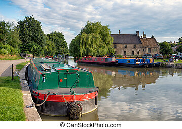 The Kennet and Avon Canal - Barges on the Kennet and Avon...