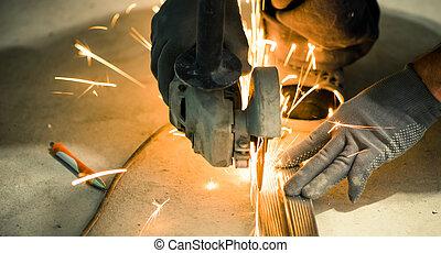 cutting metallic profile