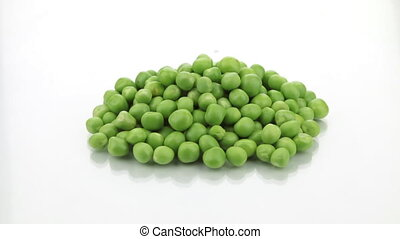 Zoom heap of ripe, fresh green peas on a white background